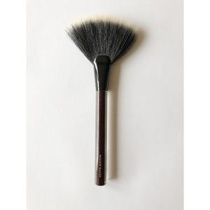 Kevyn Auction The Large Fan Brush Retail $60